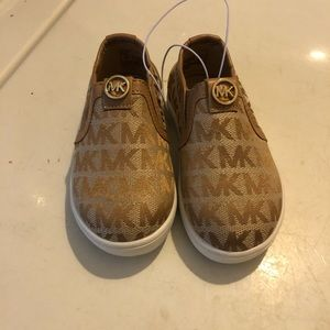 Micheal kors toddler Sz 6 shoes